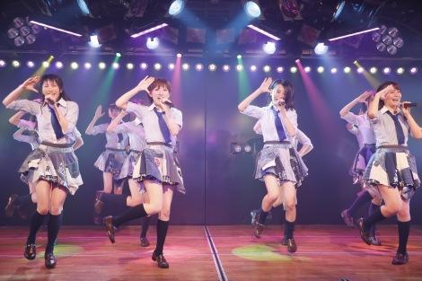 『神曲縛り』公演に出演した(左から)横山由依、岡田奈々、横山結衣、小嶋真子(C)AKS