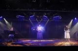 「泣きながら微笑んで」を披露した(左から)竹内美宥、岡田奈々、古畑奈和=『神曲縛り』公演の模様(C)AKS