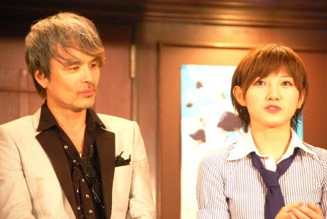 AKB48劇場 井上ヨシマサ『神曲縛り』初日公演公開を迎えた(左から)井上ヨシマサ氏、公演のエースに指名された岡田奈々 (C)ORICON NewS inc.