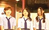 AKB48劇場で開催される井上ヨシマサ『神曲縛り』で「泣きながら微笑んで」を披露する(左から)岡田奈々(Vo)、竹内美宥(Pf)、古畑奈和(Sax) (C)ORICON NewS inc.