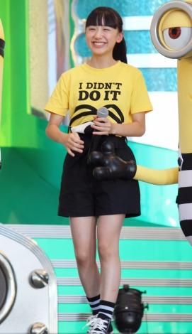 ミニスカート姿の芦田愛菜さん