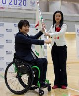 写真左から根木慎志さん、北区議会やまだ加奈子議長 (C)ORICON NewS inc.