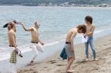 7月24日(月)に1回限り放送される森永製菓『ICE BOX』の新CMに出演したゴールデンボンバー (C)oricon ME inc.