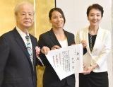 『第69回毎日書道展』表彰式に出席した松本薫選手(中央) (C)ORICON NewS inc.