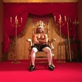 8月14日放送、NHK総合『LIFE!〜人生に捧げるコント〜』に「裸の王様」役で出演する棚橋弘至。コント初挑戦だったが、ハマり役と現場で評判(C)NHK