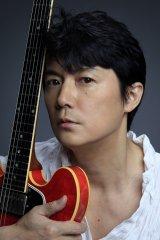 「胸キュンスカッと」のテーマソングを担当する福山雅治