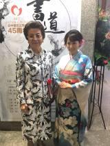 日中友好書道展『つなぐ』セレモニーに出席した(左から)安倍洋子氏、ミスこまちグランプリ・風谷南友