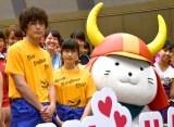 映画『トリガール!』のイベントに登場した(左から)間宮祥太朗、土屋太鳳、ひこにゃん (C)ORICON NewS inc.