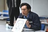 漫画家の田中光氏が似顔絵捜査官役で『刑事7人』第4話(8月2日放送)にゲスト出演(C)テレビ朝日