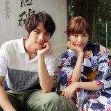 ドラマ『愛してたって、秘密はある。』のオフショットを公開した(左から)福士蒼汰、川口春奈 (C)日本テレビ2