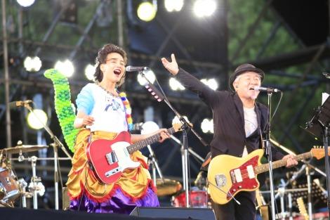 『WORLD HAPPINESS 2017』に出演した(左から)のん、鈴木慶一 PHOTO:TEAM LIGHTSOME