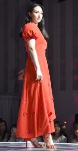 真っ赤なドレスで変わらぬプロポーションを披露した香椎由宇=『レノアハピネス アロマジュエル』発売記念イベント (C)ORICON NewS inc.