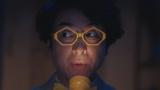 マンガアプリ『ピッコマ』のCMシリーズ「続・観察人間」篇に出演しているムロツヨシ