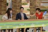 若手アイドルに激昂する祥子(右/内山理名)。中央は司会者役の岩崎う大(かもめんたる)(C)テレビ朝日