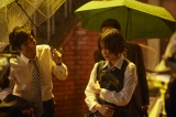 ずぶ濡れのまま涙を流して立ち尽くす響(広瀬すず)の姿を収めた場面写真が公開 (C)2017 映画「先生!」製作委員会