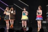10月31日にAKB48卒業コンサートを行うことが決まった渡辺麻友(中央)と指原莉乃(左)、柏木由紀(C)AKS