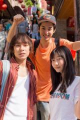 映画『台湾より愛をこめて』に出演する(左から)落合モトキ、大野拓朗、岡本夏美(C) ITOH COMPANY