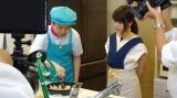 家事えもんの助手として登場した有村架純(右)