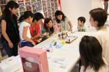 『NGT48劇場お仕事体験』でアクセサリー制作を体験(C)AKS