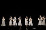 秋元康氏総合プロデュース・22/7(ナナブンノニジュウニ)の初ライブで素顔が未公開だった3人のメンバーのサプライズお披露目も行われた(C)22/7 PROJECT