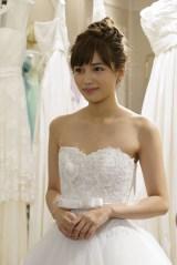 日本テレビ系連続ドラマ『愛してたって、秘密はある。』で花嫁姿を披露する川口春奈 (C)日本テレビ