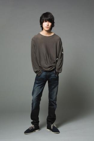 映画『ナミヤ雑貨店の奇蹟』で俳優デビューする佐藤浩市の長男・寛一郎