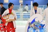 8月23日放送、テレビ東京系ドラマスペシャル『最上の命医2017』斎藤工演じる西條命の被りものシーン。今回は「クジラーマン」(C)テレビ東京