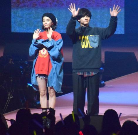 『Seventeen夏の学園祭 2017』に登場した(左から)広瀬すず、北村匠海 (C)ORICON NewS inc.