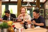 26日放送の関西テレビ『おかべろ』に出演するチャン・グンソクと岡村隆史 (C)関西テレビ