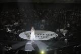 日本武道館のセンターステージで19曲を歌い上げたAimer Photo by Taku Fujii