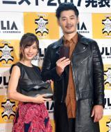 『ベストレザーニスト2017』授賞式に出席した(左から)真野恵里菜、平山浩行 (C)ORICON NewS inc.