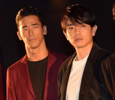 劇場版『HiGH&LOW THE MOVIE 2 END OF SKY』の大ヒット御礼舞台あいさつに登壇した(左から)小林直己、青柳翔 (C)ORICON NewS inc.