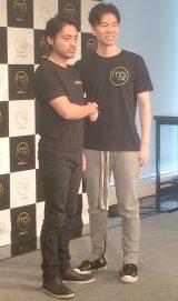 5日に行われた新会社設立記念イベントに出席した『me&stars』の取締役CIO・山田孝之(左)と代表取締役社長兼CEO・佐藤俊介氏 (C)ORICON NewS inc.