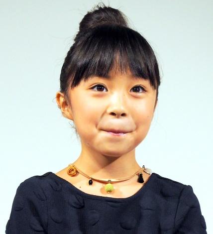 ネックレスをつけた新井美羽