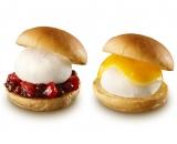 『雪見だいふくプチバーガー(左・いちごあずき、右・チーズ)』(各税込230円)