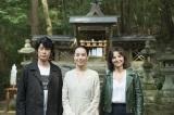 河瀬直美監督(中央)の新作『Vision』にW主演するジュリエット・ビノシュ(右)と永瀬正敏