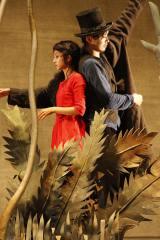 オリジナルミュージカル『百鬼オペラ「羅生門」』に出演した満島ひかり(左)と柄本佑 撮影:渡部孝弘
