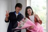 クランクアップを迎えた関西テレビ・フジテレビ系ドラマ『僕たちがやりました』に出演する(左から)窪田正孝、永野芽郁(C)関西テレビ