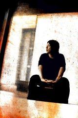 カップリング曲「EBINOMICS」を手がけたTasuku Maeda