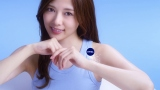 マシュマロ肌を披露する乃木坂46・白石麻衣