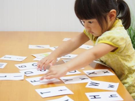 英会話力の向上も? 早期化する子どもの「英語教育」(写真はイメージ)