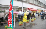 夢を求めて…降雪の中『グリーンジャンボ宝くじ』に120人の列 (C)ORICON NewS inc.