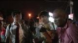 8月5日放送、テレビ朝日『世界むちゃブリ旅』何をしていてもお構いなしに絡んでくるインドの村人(C)テレビ朝日