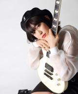 ほのかりん、自作曲で歌手デビュー