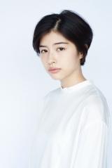 関西テレビ・フジテレビ系連続ドラマ『明日の約束』に出演する佐久間由衣 (C)関西テレビ