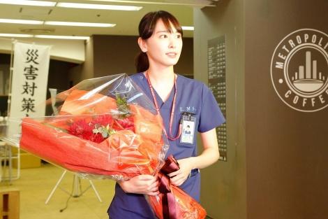 『コード・ブルー〜ドクターヘリ緊急救命〜THE THIRD SEASON』クランクアップを迎えた新垣結衣(C)フジテレビ