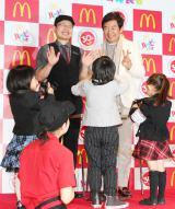 日本マクドナルド「はじめて体験」プログラム発表会に出席した石田純一(後列右)