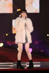 『Rakuten GirlsAward 2017 AUTUMN/WINTER』ランウェイに登場した乃木坂46・西野七瀬 (C)ORICON NewS inc.