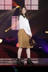 『Rakuten GirlsAward 2017 AUTUMN/WINTER』ランウェイに登場した乃木坂46・白石麻衣(C)ORICON NewS inc.