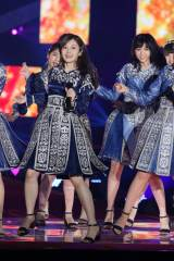 『Rakuten GirlsAward 2017 AUTUMN/WINTER』ライブパフォーマンスを披露した乃木坂46・白石麻衣 (C)ORICON NewS inc.